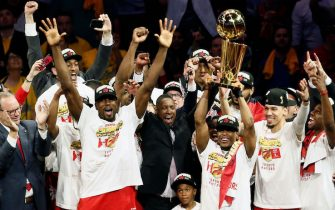 OAKLAND, CA - JUNE 13: The Toronto Raptors celebrate after Game Six of the NBA Finals against the Golden State Warriors on June 13, 2019 at ORACLE Arena in Oakland, California. NOTE TO USER: User expressly acknowledges and agrees that, by downloading and/or using this photograph, user is consenting to the terms and conditions of Getty Images License Agreement. Mandatory Copyright Notice: Copyright 2019 NBAE (Photo by Chris Elise/NBAE via Getty Images)