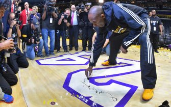 LOS ANGELES, CA - APRIL 13:  Kobe Bryant #24 of the Los Angeles Lakers signs the court after the game against the Utah Jazz on April 13, 2016 at Staples Center in Los Angeles, California. NOTE TO USER: User expressly acknowledges and agrees that, by downloading and/or using this Photograph, user is consenting to the terms and conditions of the Getty Images License Agreement. Mandatory Copyright Notice: Copyright 2016 NBAE (Photo by Jesse D. Garrabrant/NBAE via Getty Images)