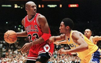 LOS ANGELES, UNITED STATES:  Michael Jordan of the Chicago Bulls (L) eyes the basket as he is guarded by Kobe Bryant of the Los Angeles Lakers during their 01 February game in Los Angeles, CA. Jordan will appear in his 12th NBA All-Star game 08 February while Bryant will make his first All-Star appearance. The Lakers won the game 112-87.  AFP PHOTO/Vince BUCCI (Photo credit should read Vince Bucci/AFP via Getty Images)