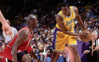 INGLEWOOD, CA - FEBRUARY 1: Eddie Jones #6 of the Los Angeles Lakers drives against Michael Jordan #23 of the Chicago Bulls on February 1, 1998 at The Forum in Inglewood, California. NOTE TO USER: User expressly acknowledges and agrees that, by downloading and/or using this Photograph, user is consenting to the terms and conditions of the Getty Images License Agreement. Mandatory Copyright Notice: Copyright 1998 NBAE (Photo by Andrew D. Bernstein/NBAE via Getty Images)