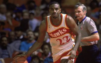 ATLANTA, GA - JANUARY 1:  Roy Marble #22 of the Atlanta Hawks dribbles the ball, during the NBA game against the Chicago Bulls at the Omni in Atlanta, Georgia on January 1, 1990.  NOTE TO USER: User expressly acknowledges and agrees that, by downloading and/or using this Photograph, User is consenting to the terms and conditions of the Getty Images License Agreement. (Photo by Rick Stewart/NBAE via Getty Images)