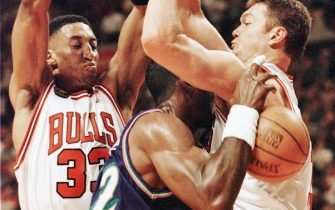 CHICAGO, UNITED STATES:  Karl Malone (C) of the Utah Jazz is guarded by Scottie Pippen (L) and Luc Longley (R) of the Chicago Bulls 07 June in game three of the NBA Finals at the United Center in Chicago, IL. The Bulls won the game 96-54 to lead the best of seven series 2-1.        AFP PHOTO/Jeff HAYNES (Photo credit should read JEFF HAYNES/AFP via Getty Images)