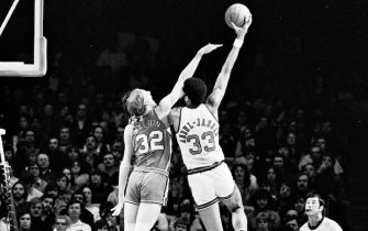 MILWAUKEE - 1974:   Bill Walton #32 of Portland Trail Blazers plays defense while Kareem Abdul-Jabbar #33 of Milwaukee Bucks shoots the ball circa 1974 at the MECCA Arena in Milwaukee, Wisconsin. NOTE TO USER: User expressly acknowledges that, by downloading and or using this photograph, User is consenting to the terms and conditions of the Getty Images License agreement. Mandatory Copyright Notice: Copyright 1974 NBAE (Photo by Vernon Biever/NBAE via Getty Images)