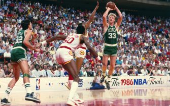 HOUSTON - JUNE 1:  Larry Bird #33 of the Boston Celtics shoots a jumpshot over a Houston Rockets defender during the 1986 NBA Finals at the Summit on June 1, 1986 in Houston, Texas. NOTE TO USER: User expressly acknowledges and agrees that, by downloading and/or using this Photograph, user is consenting to the terms and conditions of the Getty Images License Agreement.  Mandatory Copyright Notice: Copyright 1986 NBAE (Photo by Andrew D. Bernstein/NBAE via Getty Images)