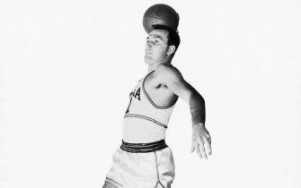 PHILADELPHIA - 1950:  Paul Arizin of the Philadelphia Warriors poses for an action portrait during the 1950 season in Philadelphia, Pennsylvania.  NOTE TO USER: User expressly acknowledges and agrees that, by downloading and/or using this Photograph, User is consenting to the terms and conditions of the Getty Images License Agreement  Mandatory Copyright Notice:  Copyright 1950 NBAE  (Photo by NBAE Photos/NBAE via Getty Images)