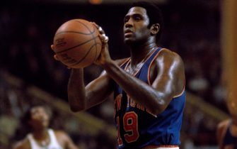 BOSTON, MA - 1970: Willis Reed #19 of the New York Knicks shoots a free throw against the Boston Celtics during a game circa 1970 at the Boston Garden in Boston, Massachusetts. NOTE TO USER: User expressly acknowledges and agrees that, by downloading and/or using this Photograph, user is consenting to the terms and conditions of the Getty Images License Agreement. Mandatory Copyright Notice: Copyright 1970 NBAE (Photo by Dick Raphael/NBAE via Getty Images)