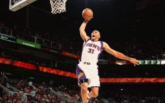 PHOENIX - NOVEMBER 23:  Shawn Marion #31 of the Phoenix Suns goes to the basket for a slam dunk during the game against the Los Angeles Clippers on November 23, 2007 at US Airways Center in Phoenix, Arizona.  The Suns won 113-94.  NOTE TO USER: User expressly acknowledges and agrees that, by downloading and/or using this Photograph, user is consenting to the terms and conditions of the Getty Images License Agreement. Mandatory Copyright Notice: Copyright 2007 NBAE   (Photo by Barry Gossage/NBAE via Getty Images)