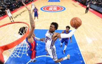 DETROIT, MI - JANUARY 22:  De'Aaron Fox #5 of the Sacramento Kings goes up for a dunk during the game against the Detroit Pistons on January 22, 2020 at Little Caesars Arena in Detroit, Michigan. NOTE TO USER: User expressly acknowledges and agrees that, by downloading and/or using this photograph, User is consenting to the terms and conditions of the Getty Images License Agreement. Mandatory Copyright Notice: Copyright 2020 NBAE (Photo by Chris Schwegler/NBAE via Getty Images)