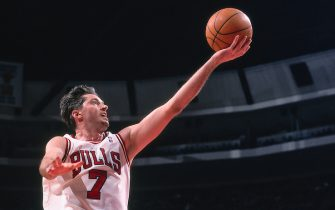 CHICAGO, IL - FEBRUARY 10: Toni Kukoc #7 of the Chicago Bulls goes to the basket against the Toronto Raptors on February 10, 1998 at the United Center in Chicago, Illinois. NOTE TO USER: User expressly acknowledges and agrees that, by downloading and/or using this photograph, user is consenting to the terms and conditions of the Getty Images License Agreement. Mandatory Copyright Notice: Copyright 1998 NBAE (Photo by Scott Cunningham/NBAE via Getty Images)