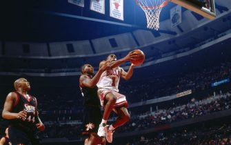 CHICAGO - NOVEMBER 1: Jerry Stackhouse #42 of the Philadelphia 76ers defends Randy Brown #1 of the Chicago Bulls during a game played on November 1, 1997 at the First Union Arena in Philadelphia, Pennsylvania. NOTE TO USER: User expressly acknowledges and agrees that, by downloading and or using this photograph, User is consenting to the terms and conditions of the Getty Images License Agreement. Mandatory Copyright Notice: Copyright 1997 NBAE (Photo by Nathaniel S. Butler/NBAE via Getty Images)