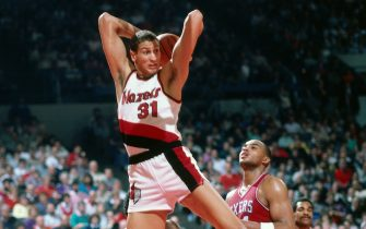 PORTLAND, OR - 1985: Sam Bowie #31 of the Portland Trailblazers rebounds against Charles Barkley #34 of the Philadelphia 76ers at the Veterans Memorial Coliseum in Portland, Oregon circa 1985. NOTE TO USER: User expressly acknowledges and agrees that, by downloading and or using this photograph, User is consenting to the terms and conditions of the Getty Images License Agreement. Mandatory Copyright Notice: Copyright 1985 NBAE (Photo by Brian Drake/NBAE via Getty Images)