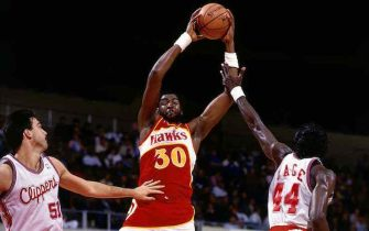 LOS ANGELES - 1987: Tree Rollins #30 of the Atlanta Hawks shoots a jumpshot during the 1987 NBA game against the Los Angeles Clippers at the LA Memorial Sports Arena in Los Angeles, California. NOTE TO USER: User expressly acknowledges  and agrees that, by downloading and or using this  photograph, User is consenting to the terms and conditions of the Getty Images License Agreement. Mandatory copyright notice: Copyright NBAE 2002 (Photo by Steve Roseboro/NBAE via Getty Images)