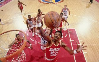LOS ANGELES - 1986:  Ralph Sampson #50 of the Houston Rockets goes up for a rebound against the Los Angeles Clippers during an NBA game at the Los Angeles Memorial Sports Arena circa 1986 in Los Angeles, California.  NOTE TO USER: User expressly acknowledges and agrees that, by downloading and/or using this Photograph, user is consenting to the terms and conditions of the Getty Images License Agreement.  Mandatory Copyright Notice: Copyright 1986 NBAE (Photo by Andrew D. Bernstein/NBAE via Getty Images)