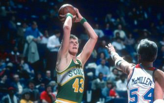 LANDOVER, MD - CIRCA 1984: Jack Sikma #43 of the Seattle Supersonics shoots over Tom McMillen #54 of the Washington Bullets during an NBA basketball game circa 1984 at the Capital Centre in Landover, Maryland. Sikma played of the Supersonics from 1977-86. (Photo by Focus on Sport/Getty Images) *** Local Caption *** Jack Sikma; Tom McMillen
