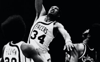 INDIANAPOLIS - 1968:  Mel Daniels #34 of the Indiana Pacers shoots a hook shot during a game played in 1968 at Market Square Arena in Indianapolis, Indiana.  NOTE TO USER: User expressly acknowledges that, by downloading and or using this photograph, User is consenting to the terms and conditions of the Getty Images License agreement. Mandatory Copyright Notice: Copyright 1968 NBAE (Photo by NBA Photos/NBAE via Getty Images) *** Local Caption *** Mel Daniels