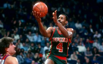 LANDOVER, MD - CIRCA 1984: Sidney Moncrief #4 of the Milwaukee Bucks shoots against the Washington Bullets during an NBA basketball game circa 1984 at the Capital Centre in Landover, Maryland. Moncrief played for the Bucks from 1979-90. (Photo by Focus on Sport/Getty Images) *** Local Caption *** Sidney Moncrief
