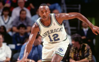 ATLANTA - 1994: Derek Harper #12 of the Dallas Mavericks dribbles against the Atlanta Hawks circa 1994 at the Omni in Atlanta, Georgia. NOTE TO USER: User expressly acknowledges and agrees that, by downloading and or using this photograph, User is consenting to the terms and conditions of the Getty Images License Agreement. Mandatory Copyright Notice: Copyright 1994 NBAE (Photo by Scott Cunningham/NBAE via Getty Images)