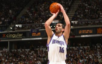 SACRAMENTO, CA - APRIL 29:  Predrag Stojakovic #16 of the Sacramento Kings shoots the jump shot against the Dallas Mavericks during Game five of the Western Conference Quarterfinals of the 2004 NBA Western Conference Playoffs on April 29, 2004 at Arco Arena in Sacramento, California.  NOTE TO USER: User expressly aknowledges and agrees that, by downloading and/or using this Photograph, User is consenting to the terms and conditions of the Getty Images License Agreement. Mandatory Copyright Notice: Copyright 2004 NBAE  (Photo by Rocky Widner/NBAE via Getty Images)