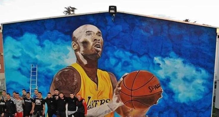 Il murales per Kobe Bryant a Gradiska, Bosnia Erzegovina