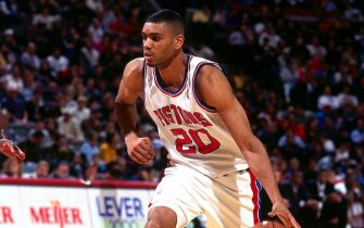 AUBURN HILLS, MI - 1995: Allan Houston #20 of the Detroit Pistons dribbles circa 1995 at the Palace of Auburng HIlls in Auburn Hills, Michigan.  NOTE TO USER: User expressly acknowledges and agrees that, by downloading and or using this photograph, User is consenting to the terms and conditions of the Getty Images License Agreement. Mandatory Copyright Notice: Copyright 1995 NBAE  (Photo by Allen Einstein/NBAE via Getty Images)