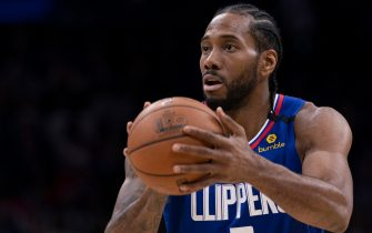 PHILADELPHIA, PA - FEBRUARY 11: Kawhi Leonard #2 of the Los Angeles Clippers shoots the ball against the Philadelphia 76ers at the Wells Fargo Center on February 11, 2020 in Philadelphia, Pennsylvania. The 76ers defeated the Clippers 110-103. NOTE TO USER: User expressly acknowledges and agrees that, by downloading and/or using this photograph, user is consenting to the terms and conditions of the Getty Images License Agreement. (Photo by Mitchell Leff/Getty Images)
