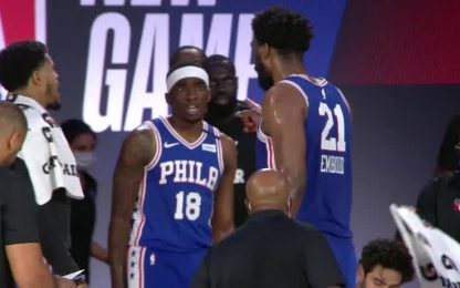 Tensione in panchina tra Embiid e Milton. VIDEO