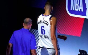 LAKE BUENA VISTA, FLORIDA - AUGUST 17: Kristaps Porzingis #6 of the Dallas Mavericks leave the court after being ejected from the game against the LA Clippers during the third quarter in Game One of the Western Conference First Round during the 2020 NBA Playoffs at AdventHealth Arena at ESPN Wide World Of Sports Complex on August 17, 2020 in Lake Buena Vista, Florida. (Photo by Kevin C. Cox/Getty Images)