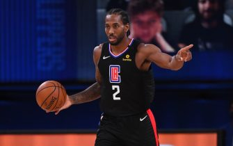 Orlando, FL - AUGUST 19: Kawhi Leonard #2 of the LA Clippers handles the ball during the game against the Dallas Mavericks during Round One, Game Two of the NBA Playoffs on August 19, 2020 at The AdventHealth Arena at ESPN Wide World Of Sports Complex in Orlando, Florida. NOTE TO USER: User expressly acknowledges and agrees that, by downloading and/or using this Photograph, user is consenting to the terms and conditions of the Getty Images License Agreement. Mandatory Copyright Notice: Copyright 2020 NBAE (Photo by Garrett Ellwood/NBAE via Getty Images)