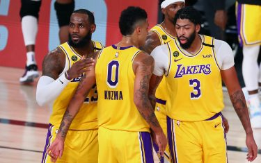 LAKE BUENA VISTA, FLORIDA - AUGUST 20:  LeBron James #23, Kyle Kuzma #0 and Anthony Davis #3 of the Los Angeles Lakers huddle during the first half in game two of the first round of the NBA playoffs at AdventHealth Arena at ESPN Wide World Of Sports Complex on August 20, 2020 in Lake Buena Vista, Florida. NOTE TO USER: User expressly acknowledges and agrees that, by downloading and or using this photograph, User is consenting to the terms and conditions of the Getty Images License Agreement. (Photo by Kim Klement-Pool/Getty Images)