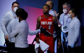 LAKE BUENA VISTA, FLORIDA - AUGUST 20: Damian Lillard #0 of the Portland Trail Blazers is tended to after hurting his finger during the third quarter against the Los Angeles Lakers in Game Two of the Western Conference First Round during the 2020 NBA Playoffs at AdventHealth Arena at ESPN Wide World Of Sports Complex on August 20, 2020 in Lake Buena Vista, Florida. NOTE TO USER: User expressly acknowledges and agrees that, by downloading and or using this photograph, User is consenting to the terms and conditions of the Getty Images License Agreement. (Photo by Kevin C. Cox/Getty Images)