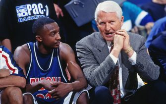 SACRAMENTO, CA - 1998: Lute Olson  and Jason Terry #31 of the Arizona Wildcats talk during a game played circa 1998 at Arco Arena in Sacramento, California. NOTE TO USER: User expressly acknowledges and agrees that, by downloading and or using this photograph, User is consenting to the terms and conditions of the Getty Images License Agreement. Mandatory Copyright Notice: Copyright 1998 NBAE (Photo by Rocky Widner/NBAE via Getty Images)