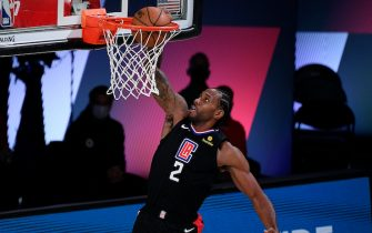 LAKE BUENA VISTA, FLORIDA - SEPTEMBER 03: Kawhi Leonard #2 of the LA Clippers dunks the ball during the second quarter against the Denver Nuggets in Game One of the Western Conference Second Round during the 2020 NBA Playoffs at AdventHealth Arena at the ESPN Wide World Of Sports Complex on September 03, 2020 in Lake Buena Vista, Florida. NOTE TO USER: User expressly acknowledges and agrees that, by downloading and or using this photograph, User is consenting to the terms and conditions of the Getty Images License Agreement. (Photo by Douglas P. DeFelice/Getty Images)