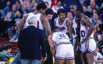 SACRAMENTO, CA - 1987: Reggie Theus of the Sacramento Kings talks in the huddle during a game played circa 1987 at Arco Arena in Sacramento, California. NOTE TO USER: User expressly acknowledges and agrees that, by downloading and or using this photograph, User is consenting to the terms and conditions of the Getty Images License Agreement. Mandatory Copyright Notice: Copyright 1987 NBAE (Photo by Rocky Widner/NBAE via Getty Images)