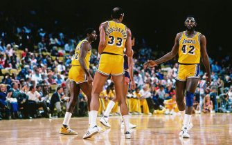 LOS ANGELES, CA - 1985:  James Worthy #42, Kareem Abdul-Jabbar #33 and Magic Johnson #32 of the Los Angeles Lakers look on during a game circa 1988 at The Forum in Los Angeles, California. NOTE TO USER: User expressly acknowledges and agrees that, by downloading and/or using this Photograph, user is consenting to the terms and conditions of the Getty Images License Agreement. Mandatory Copyright Notice: Copyright 1988 NBAE (Photo by Andrew D. Bernstein/NBAE via Getty Images)