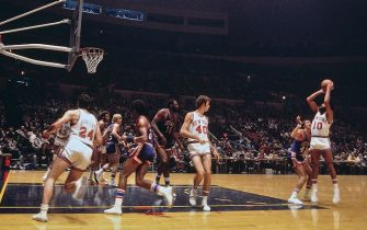 NEW YORK - 1974:  Walt Frazier #10 of the New York Knicks shoots against the Detroit Pistons during a game played in 1974 at Madison Square Garden in New York, New York. NOTE TO USER: User expressly acknowledges and agrees that, by downloading and or using this photograph, User is consenting to the terms and conditions of the Getty Images License Agreement. Mandatory Copyright Notice: Copyright 1974 NBAE (Photo by Dick Raphael/NBAE via Getty Images)