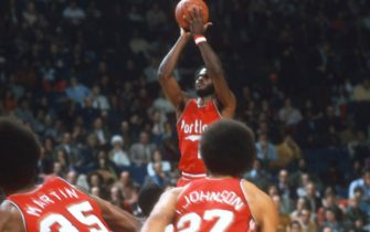 LANDOVER, MD - CIRCA 1975:  Sidney Wicks #21 of the Portland Trail Blazers shoots against the Washington Bullets during an NBA basketball game circa 1975 at the Capital Centre in Landover, Maryland. Wicks played for the Trail Blazers from 1971-76. (Photo by Focus on Sport/Getty Images) *** Local Caption *** Sidney Wicks