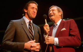 UNSPECIFIED - CIRCA 1983:  The Los Angeles Lakers play-by-play announcer Chick Hearn talks with Lakers head coach Pat Riley prior to the start of an NBA basketball game circa 1983. Hearn was a sportscaster from 1957-2002. (Photo by Focus on Sport/Getty Images) *** Local Caption *** Chick Hearn; Pat Riley