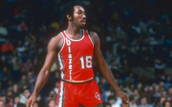 LANDOVER, MD - CIRCA 1977:  Johnny Davis #16 of the Portland Trail Blazers looks on against the Washington Bullets during an NBA basketball game circa 1977 at the Capital Centre in Landover, Maryland. Davis played for the Trail Blazers from 1976-78. (Photo by Focus on Sport/Getty Images) *** Local Caption *** Johnny Davis