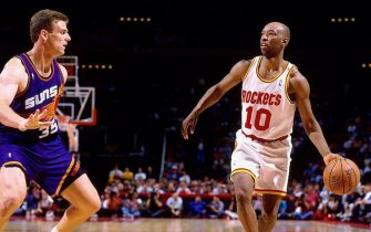 HOUSTON- MAY 17:  Sam Cassell #10 of the Houston Rockets moves the ball up court against Dan Kleine #35 of the Phoenix Suns in Game Five of the Western Conference Semifinals during the 1994 NBA Playoffs at the Summit on May 17, 1994 in Houston, Texas.  The Rockets won 109-86.  NOTE TO USER: User expressly acknowledges that, by downloading and or using this photograph, User is consenting to the terms and conditions of the Getty Images License agreement. Mandatory Copyright Notice: Copyright 1994 NBAE (Photo by Nathaniel S. Butler/NBAE via Getty Images)