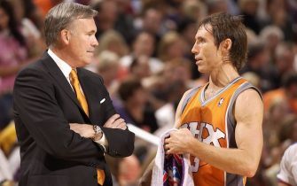 PHOENIX - NOVEMBER 2:  Head coach Mike D'Antoni and Steve Nash #13 of the Phoenix Suns talk on the court during the game against the Los Angeles Lakers on November 2, 2007 at the at U.S. Airways Center in Phoenix, Arizona. The Lakers won 119-98. NOTE TO USER: User expressly acknowledges and agrees that, by downloading and or using this Photograph, user is consenting to the terms and conditions of the Getty Images License Agreement. Mandatory Copyright Notice: Copyright 2007 NBAE (Photo by Barry Gossage/NBAE via Getty Images)