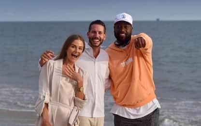 Proposta di matrimonio in spiaggia… e spunta Wade