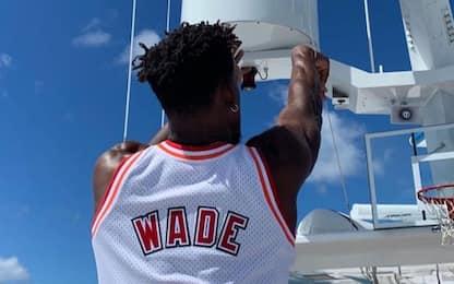 Butler tira in vacanza con la maglia di Wade. FOTO