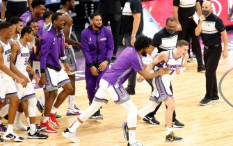 SACRAMENTO, CALIFORNIA - DECEMBER 15:  Kyle Guy #7 of the Sacramento Kings is congratulated by teammates after he made a game-winning three point basket at the buzzer to beat the Golden State Warriors at Golden 1 Center on December 15, 2020 in Sacramento, California.  NOTE TO USER: User expressly acknowledges and agrees that, by downloading and or using this photograph, User is consenting to the terms and conditions of the Getty Images License Agreement.  (Photo by Ezra Shaw/Getty Images)