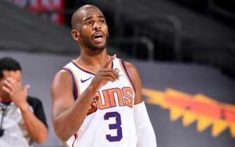 PHOENIX, AZ - DECEMBER 16: Chris Paul #3 of the Phoenix Suns calls a play against the Los Angeles Lakers on December 16, 2020 at the Talking Stick Resort Arena in Phoenix, Arizona. NOTE TO USER: User expressly acknowledges and agrees that, by downloading and or using this Photograph, user is consenting to the terms and conditions of the Getty Images License Agreement. Mandatory Copyright Notice: Copyright 2020 NBAE (Photo by Barry Gossage/NBAE via Getty Images)