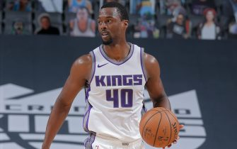 SACRAMENTO, CA - DECEMBER 15: Harrison Barnes #40 of the Sacramento Kings dribbles the ball against the Golden State Warriors during a preseason game on December 15, 2020 at the Golden 1 Center in Sacramento, California. NOTE TO USER: User expressly acknowledges and agrees that, by downloading and/or using this Photograph, user is consenting to the terms and conditions of the Getty Images License Agreement. Mandatory Copyright Notice: Copyright 2020 NBAE (Photo by Rocky Widner/NBAE via Getty Images)