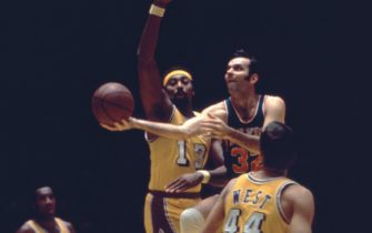 INGLEWOOD, CA - 1972:  Jerry Lucas #32 of the New York Knicks goes for a lay-up as Wilt Chamberlain #13 of the Los Angeles Lakers goes for the block as Jerry West #44 looks on during an NBA game circa 1972 at The Forum in Inglewood, California.  (Photo by Martin Mills/Getty Images)