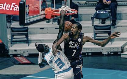 Terry Rozier schiaccia in testa a Durant. VIDEO