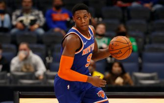 TAMPA BAY, FL - DECEMBER 31: RJ Barrett #9 of the New York Knicks handles the ball during the game against the Toronto Raptors on December 31, 2020 at the Amalie Arena in Tampa Bay, Florida.  NOTE TO USER: User expressly acknowledges and agrees that, by downloading and or using this Photograph, user is consenting to the terms and conditions of the Getty Images License Agreement.  Mandatory Copyright Notice: Copyright 2020 NBAE (Photo by Scott Audette/NBAE via Getty Images)