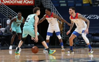 NEW ORLEANS, LA - JANUARY 8: LaMelo Ball #2 of the Charlotte Hornets dribbles while Lonzo Ball #2 of the New Orleans Pelicans plays defense during the game on January 8, 2021 at the Smoothie King Center in New Orleans, Louisiana. NOTE TO USER: User expressly acknowledges and agrees that, by downloading and or using this Photograph, user is consenting to the terms and conditions of the Getty Images License Agreement. Mandatory Copyright Notice: Copyright 2021 NBAE (Photo by Layne Murdoch Jr./NBAE via Getty Images)