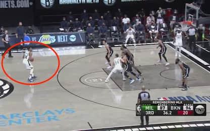 Brooklyn sfida Giannis da 3: non prende il ferro